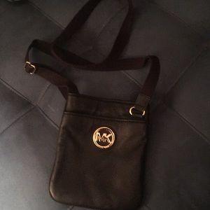 Michael Kors crossbody purse. 🖤🔥